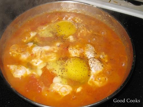 Eggs in Spicy Tomato Sauce: Shakshuka