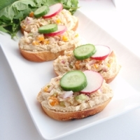 Tuna and Hummus crostini